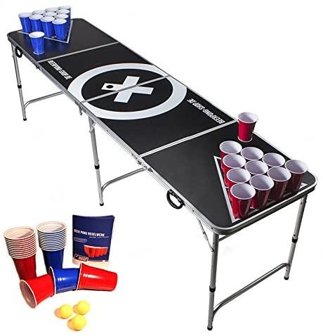 Beer Pong wird mit jeweils 10 Bechern pro Team gespielt. Es ist ein bliebtes Outdoor Spiel für Erwachsene, welches auch indoor gespielt werden kann.