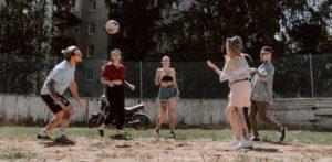 Outdoor Spiele für Erwachsene sind eine gute Möglichkeit, Spaß an der frischen Luft zu haben.